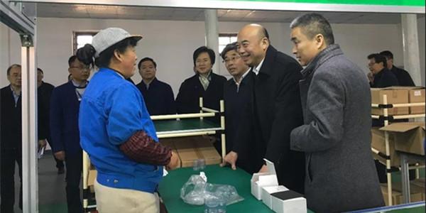 陕西省省长刘国中调研浩泽产业脱贫致富帮扶工厂